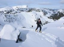 Ski touring across the Valkyrs